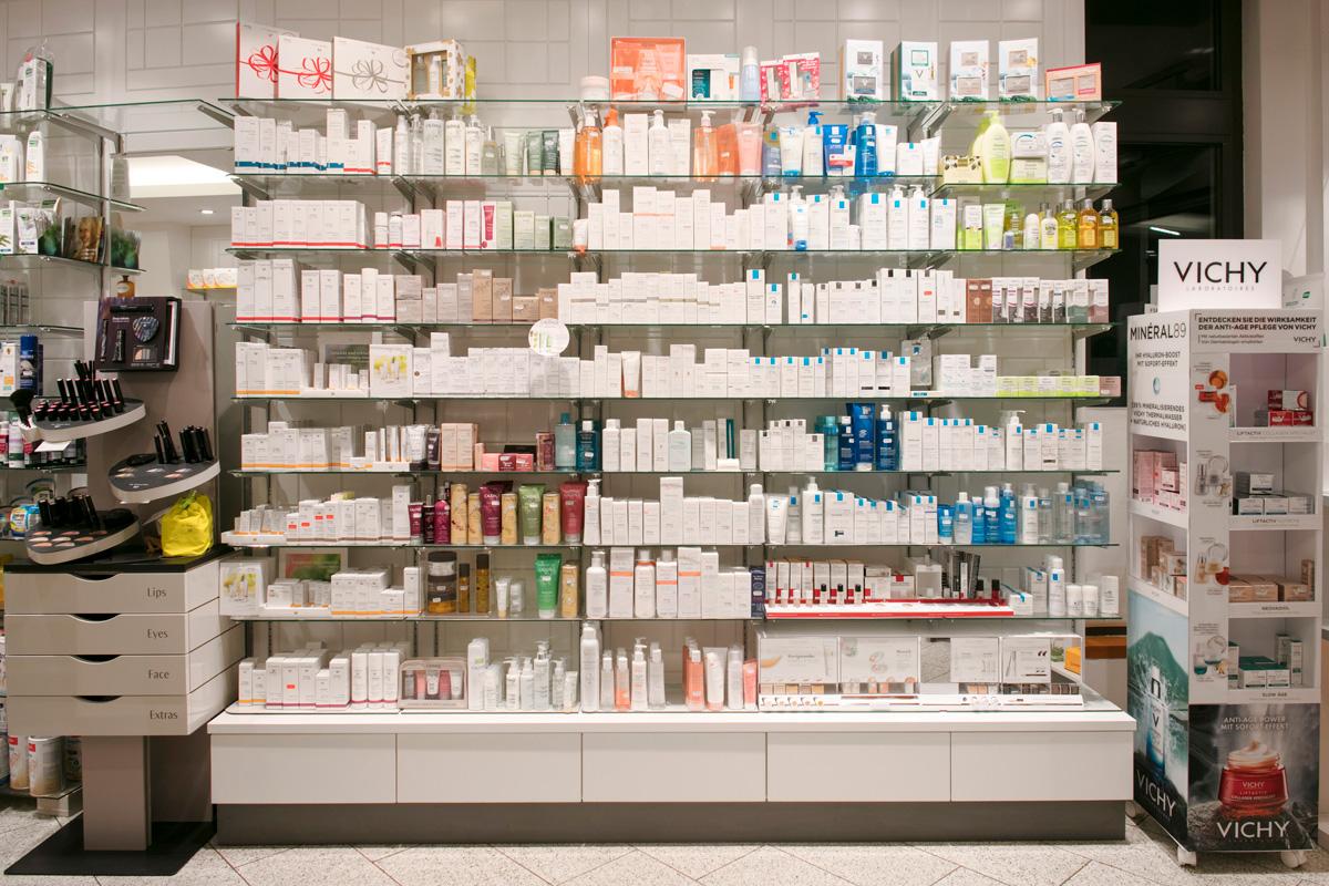 Kosmetikregal Kaiser-Apotheke Berlin